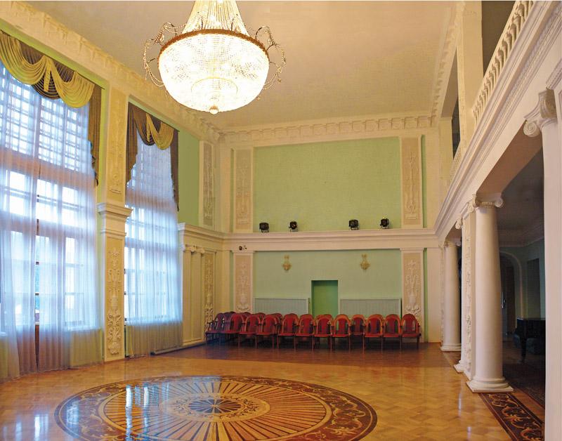 Фотография Ромасовой гостиной Курской филармонии