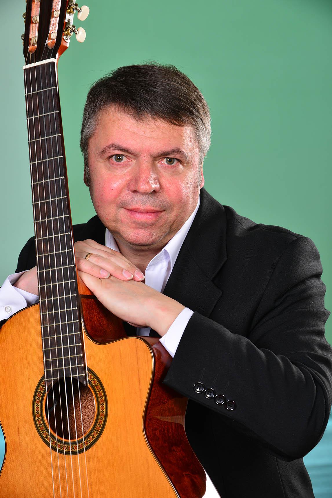 Олег Овчаренко