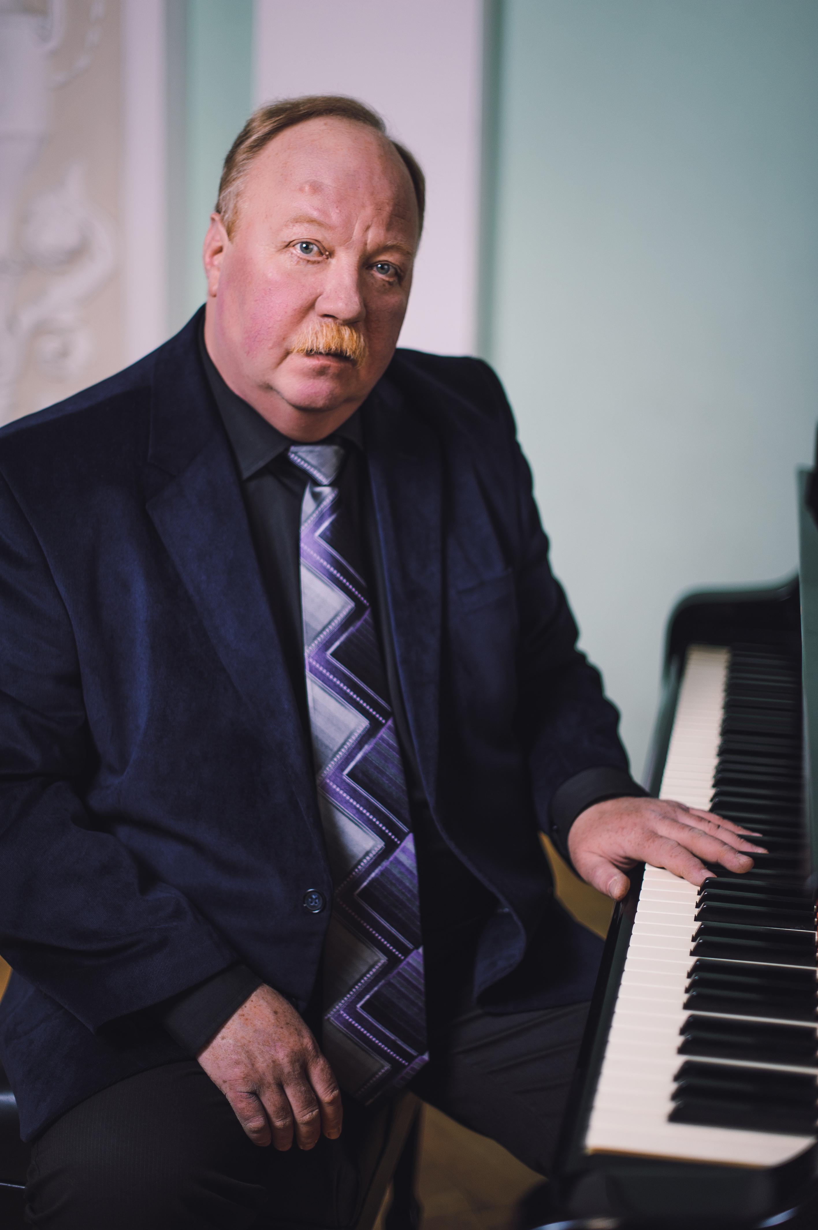 Виктор Хмелевской