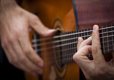 «В созвучии с гитарой»