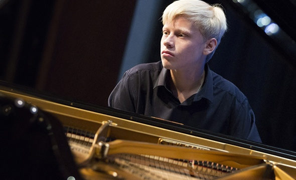 12 октября состоится сольное выступление пианиста Александра Малофеева (Москва)